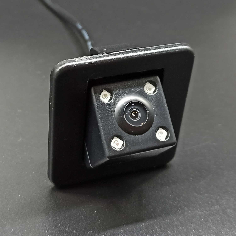 Камера заднего вида Kia Cerato K3, Hyundai Elantra 2012+ в штатное место