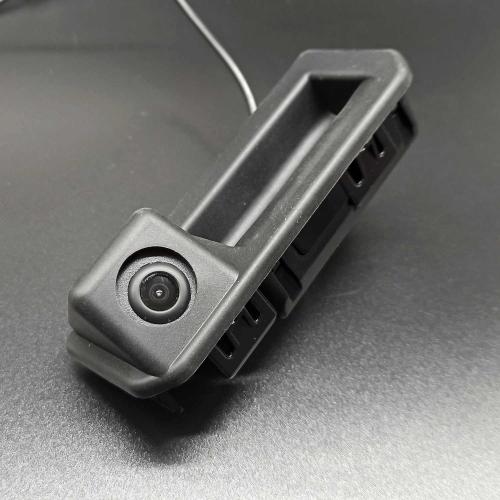 Камера заднего вида Volkswagen, Skoda в кнопке открытия багажника